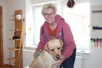 Hundefriseurin Heike Bobel mit Hündin Joyce
