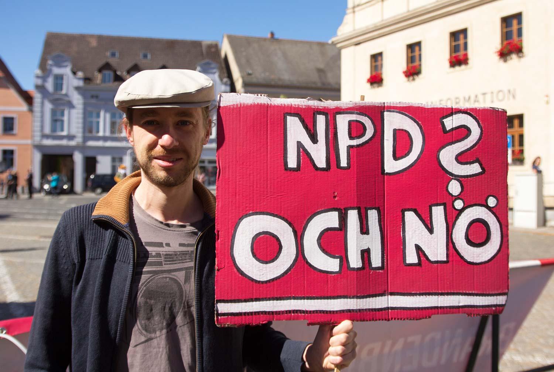 Anti-NPD-Demo-04w