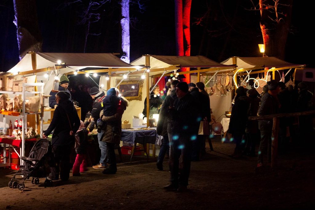 Weihnachtsmarkt unter Eichen, Frohnsdorf