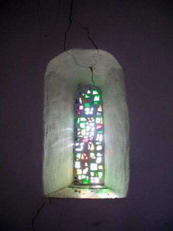 Kirche Hohenwerbig - Licht des Ostermorgens durch Kirchenfenster