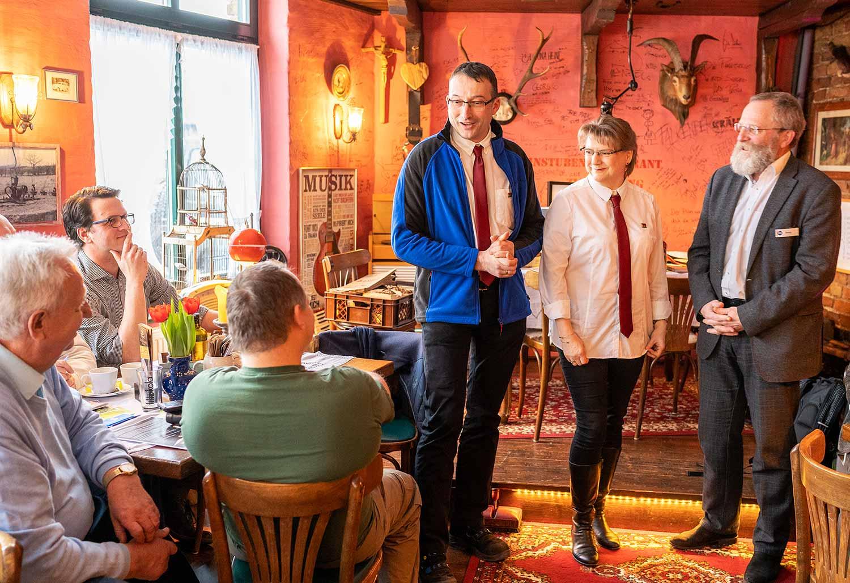 Antje und Dirk Kienow, Landrat Wolfgang Blasig