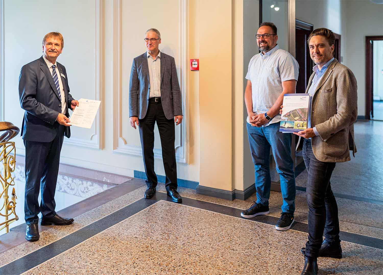 Vize-Landrat Christian Stein, Fachdienstleiter Jürgen Otto, KSB-Geschäftsführer Thomas Bottke und Michael Barsuhn vom INSPO