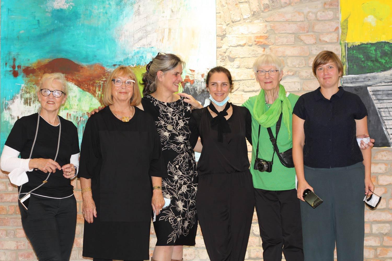 Bernadette Arnaud, Brigitte Hessler, Anne-Francoise Cart, Sarah Schultz, Helga Holz, Johanna Huthmacher